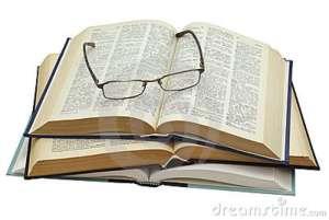 vetri-su-tre-libri-aperti-11136695