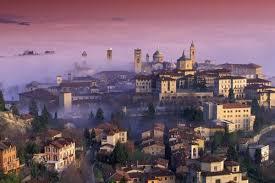 Bergamo alta con nebbia